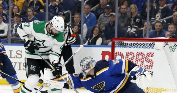 Tarasenko scores twice, Blues beat Stars 3-2 in Game 1