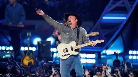 'Friends in low places': Garth Brooks savaged on Twitter for pro-Trump ad campaign.that he never agreed to