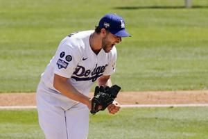 Kershaw barely outduels Scherzer, Dodgers sweep Nats 3-0