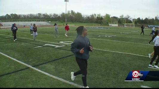 Lee's Summit West's girls track team getting national attention