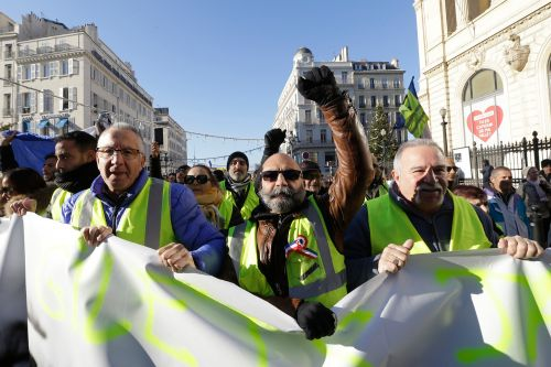 'Yellow vests' take to French streets in fifth Saturday of protests