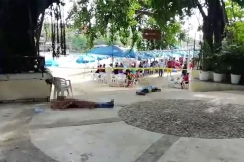 Tourists continue lounging next to dead bodies on Mexico beach