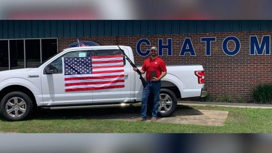 'God, guns, and freedom': Car dealership offering shotgun, Bible, American flag for every car purchase