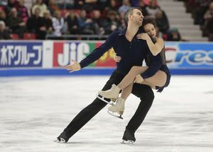 Americans Chen, Rippon lead after Day 1 at Skate America