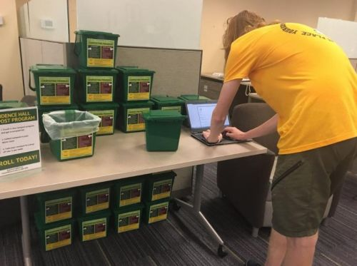 University of Iowa students to use compost bins in their dorm rooms