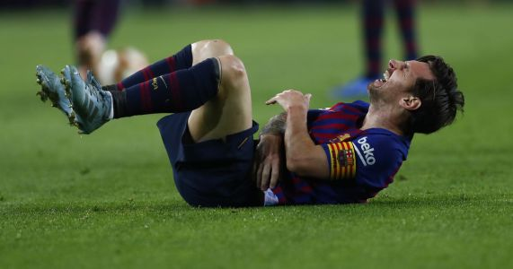 Messi breaks right arm, out for about 3 weeks
