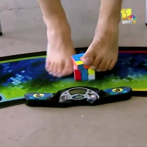 Competitors use feet to solve Rubik's cube