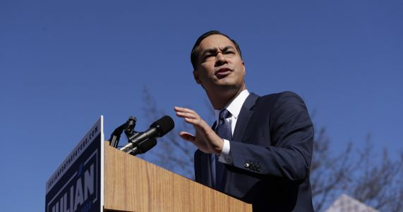 Julian Castro visits Puerto Rico in bid for presidency