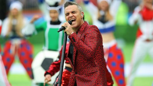 Robbie Williams flips the bird at World Cup