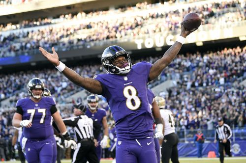 Jackson carries 27 times, lifts Ravens past Bengals 24-21