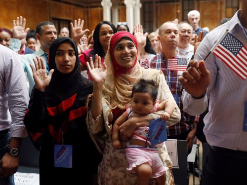 21 powerful photos of people becoming American citizens