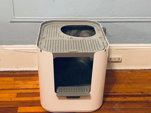 The Modkat XL litter box is perfect for senior cats, multicat households, and super-sized cats