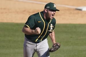 White Sox finalize deal with Athletics closer Hendriks