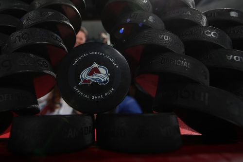NHL's Avalanche say player with coronavirus has fully recovered