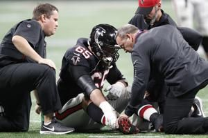 Falcons right guard Fusco has season-ending ankle injury