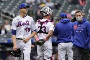 DeGrom's injury scare continues, Mets win 5th straight