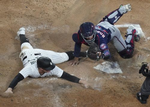 Abreu, Grandal Homer In White Sox's 9-3 Win Over Twins