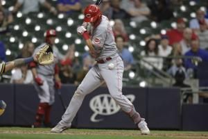 Reds score 2 in 10th without hit, beat Brewers 2-1