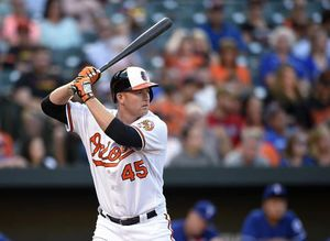 Trumbo, Orioles reach $37.5 million, 3-year deal