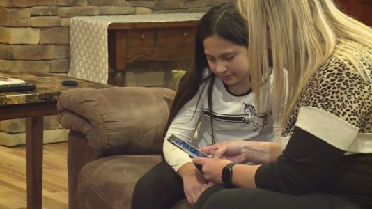 Off by one number: Missouri girl inundated with phone calls from Arizonans looking for vaccine