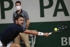 Tennis players at French Open rattled by sonic boom
