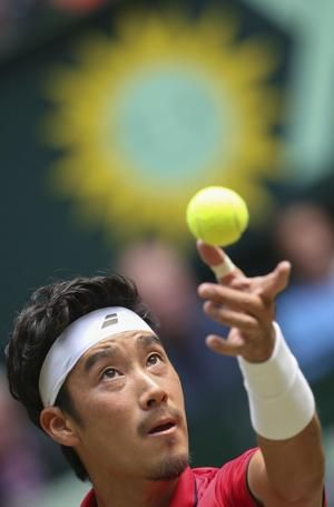 Federer again pushed hard, advances to Halle semifinals
