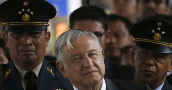 Mexico's environment minister resigns for delaying flight
