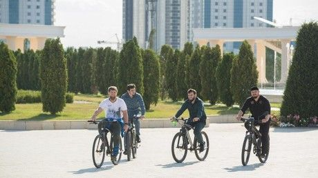 Biking Kadyrov pedals for 40 km to inspect Chechen capital Grozny