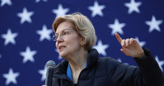 Warren highlights her work on economic crisis in Vegas stop
