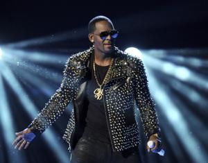 Citing cash woes, R Kelly asks judge for OK to fly to Dubai