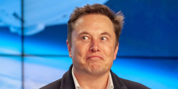 Elon Musk just emailed every single Tesla employee saying car deliveries should be their 'primary priority' in what he's calling the biggest wave in company history
