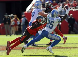 Lions keep playoff hopes alive with another win late in game