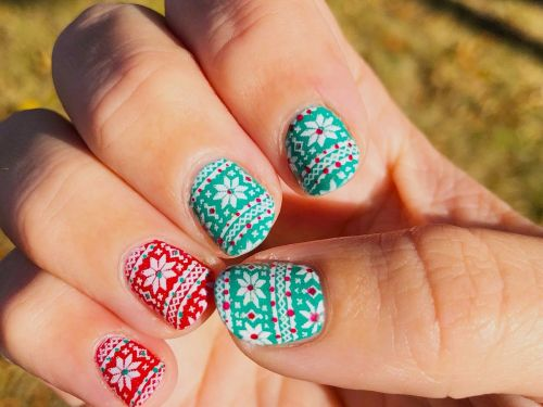 People are creating intricate ugly sweater nail art - and we can't look away
