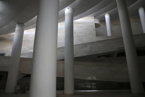 Avant-garde mosque angers hard-liners in Iran