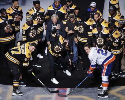 Julian Edelman fires up fans at TD Garden before Bruins Game 7