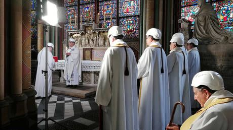 Сhurchgoers flock to Notre Dame in hard hats to attend 1st mass since fire