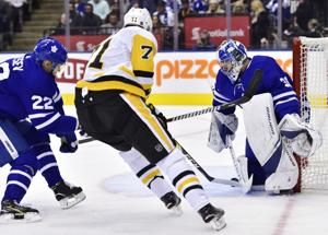 Malkin scores twice, Penguins beat Maple Leafs 3-0