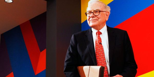 Warren Buffett lays out the 'gory details' of the 4 times Berkshire's stock suffered huge drops - and his advice for surviving a market downturn