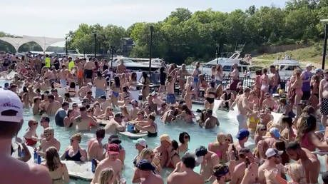 'It destroys my argument': Even Fox News is triggered by the lack of social distancing at Ozarks bash amid Covid-19 pandemic