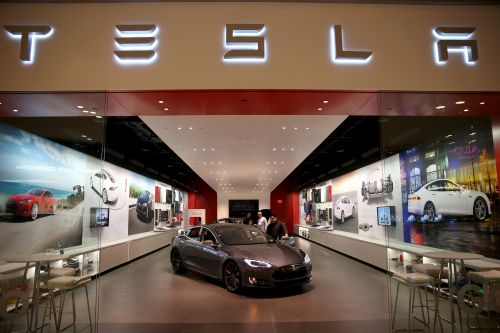 Tesla board forms committee to evaluate buyout proposals