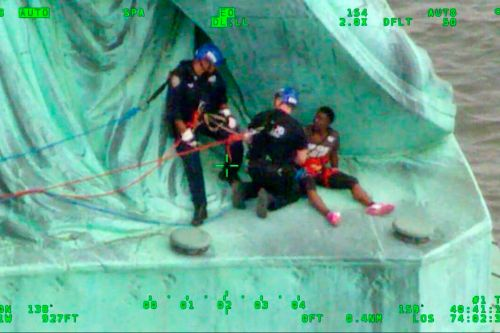 NYPD cop recalls risky rescue of protester who climbed Statue of Liberty