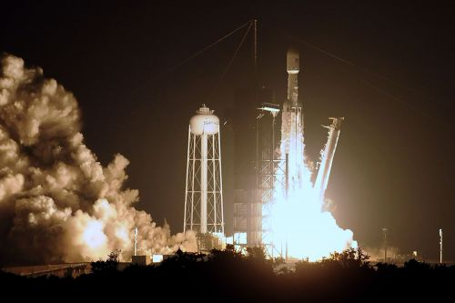 SpaceX Heavy rocket booster explodes after missing platform