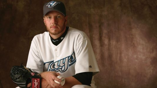 Roy Halladay's son pitches perfect inning in debut against Blue Jays