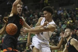 No. 14 Oregon pulls away in 2nd half to beat Oregon 69-54