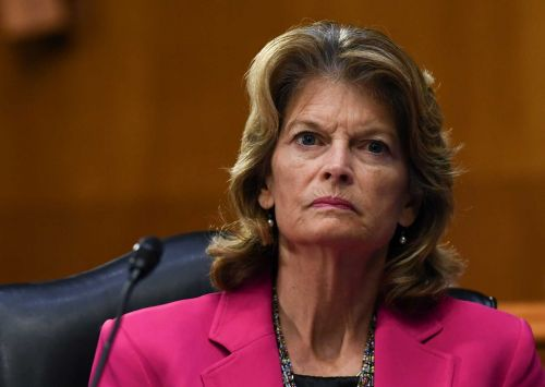 One of last GOP holdouts, Alaska Sen. Murkowski says she backs Barrett for Supreme Court