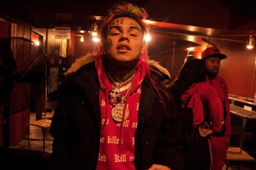 Tekashi 6ix9ine reportedly flaunted cash, chains at strip club before robbery