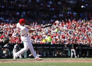 Cardinals sweep Giants, stay on track for wild card