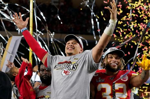 Patrick Mahomes agrees to 10-year contract extension with Chiefs