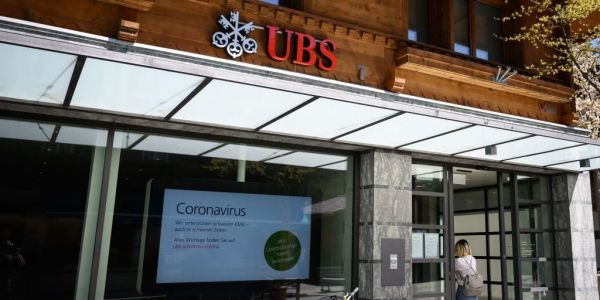 Top Swiss bank UBS crushes expectations with 54% rise in 4th-quarter net profit as income from wealthy clients swells