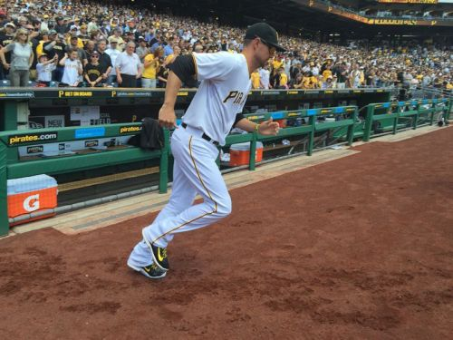 Report: Pirates free agent Jordy Mercer agrees to deal with Tigers